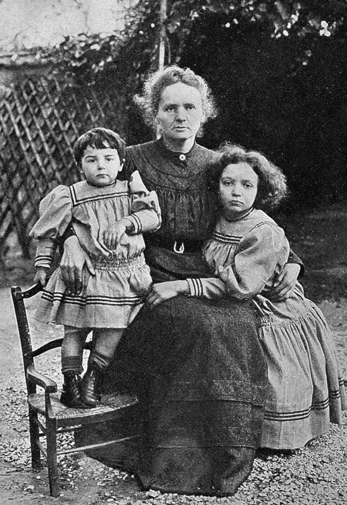 L-R: Eve, Marie and Irene in 1908. (wikicommons)
